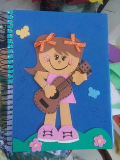 Caderno decorado em eva - bonequinha tocando violao