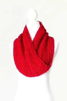 This easy crochet cowl is the perfect accessory! Classic Cowl Crochet Pattern via Hopeful Honey Crochet Diy, Diy Crochet Projects, Love Crochet, Crochet Crafts, Simple Crochet, Double Crochet, Crochet Scarves, Crochet Shawl, Crochet Clothes