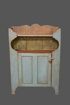 Pewter Cupboard in blue painted surface *Jean Hess Collection 61 42 14 Primitive Furniture, Country Furniture, Country Decor, Antique Furniture, Wood Furniture, Primitive Bathrooms, Primitive Kitchen, Primitive Country, Antique Kitchen Decor