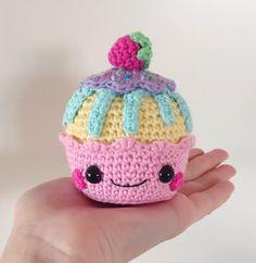 Happy Cupcakes amigurumi pattern by Super Cute Design