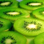 Kiwi fruit, is one of the top healthy fruits. Kiwi fruit is rich in vitamins, minerals and protective phytochemicals that promote health an. Homemade Beauty, Diy Beauty, Beauty Hacks, Beauty Tips, Beauty Products, Face Products, Makeup Products, Kiwi Benefits, Health Benefits