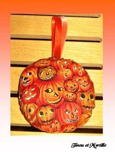 Boule moyenne Halloween - maison - La boutique de Tinou et Myrtille - Fait Maison
