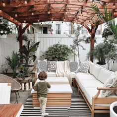 50 Amazing Decorative Outdoor Rugs Patio Ideas - HOOMDESIGN