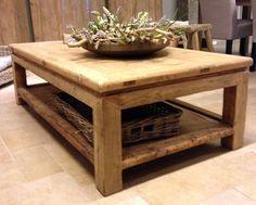 Salontafel met een natuurlijke uitstraling. Houten salontafel - Antieke tafels, tafels van oud hout. landelijke tafels. - De Jong Interieur