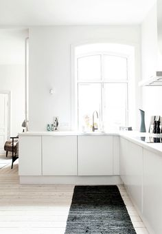 Minimalist Home Interior .Minimalist Home Interior Minimal Kitchen, New Kitchen, Kitchen Dining, Dining Room, Kitchen Ideas, Kitchen Trends, Kitchen Shelves, Kitchen Pantry, Cupboards
