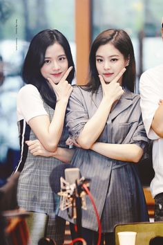 The most beautiful female idol chart in real life voted by the idol: Black Pink and Yoona are excellent, but the new class is unexpected - Blackpink in your area - Info Korea Kim Jennie, Kpop Girl Groups, Korean Girl Groups, Kpop Girls, Blackpink Youtube, Poses, Black Pink ジス, Chica Cool, Blackpink Photos