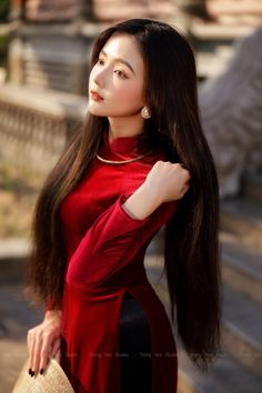 Vietnamese Dress, Super Long Hair, Beautiful Asian Women, Beautiful Ladies, Beauty Full Girl, Ao Dai, Asian Fashion, Asian Woman, Asian Beauty