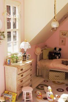 little girl's room Vitrine Miniature, Miniature Dollhouse Furniture, Miniature Rooms, Miniature Houses, Diy Dollhouse, Room Set, Child's Room, Casas Shabby Chic, Pink Houses