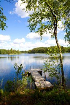Een prachtig meer in Finland waar de tocht verder noordwaarts voert naar Rovaniemi, de hoofdstad van Fins Lapland, dat praktisch op de poolcirkel ligt. #Scandinavie