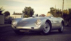 1955 Porsche 550 Spyder.  what a beauty!... 1950's cars are my fav!