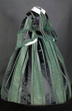 Green and black silk satin day dress via Smith College Historic Clothing Collection, Northampton, Massachusetts. Civil War Fashion, 1800s Fashion, 19th Century Fashion, Edwardian Fashion, Vintage Fashion, 1800s Clothing, Antique Clothing, Historical Clothing, Historical Dress