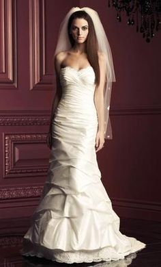 View our latest collection of award-winning bridal gowns made with love in Canada. Paloma Blanca wedding dresses are created from the highest quality fabrics and expertly crafted with latest fashion trends in mind. Come find your dream dress today! Mermaid Trumpet Wedding Dresses, Sweetheart Wedding Dress, Used Wedding Dresses, Wedding Dress Sizes, Mermaid Wedding, Trumpet Dress, Bridal Gowns, Wedding Gowns, Wedding Bells