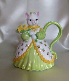 Handpainted porcelain catshaped teapot by MAyoPorcelain on Etsy, $35.00