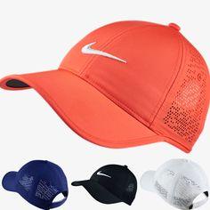 Fancy la casquette de Golf Nike ! Aaaah… la casquette de Golf, objet très pratique pour une Golfeuse ! Parfaite pour tenir les cheveux qui partent dans tout les sens, et pour cacher subtilem…