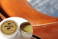 Bálsamo excepcional para el cuidado del cuero. http://www.vivenciadehesa.es/cuidado-natural-del-cuero/