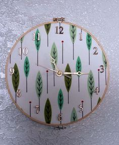 clock made from embroidery hoop