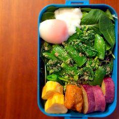さてさて‼︎ お昼ご飯タイム〜♪  メインのキャベツをいっぱい底に敷き詰め、娘のお弁当の残りと大好きな温泉卵をのせました。  名古屋ウィメンズマラソンまで あと12日。 あと2キロ減らしたいなぁ〜。  頑張るぞ〜‼︎  - 112件のもぐもぐ - 私のダイエット‼︎ヘルシー弁当♪ 20150223「春野菜〜菜の花とスナップえんどう」 by youstylebiqLy