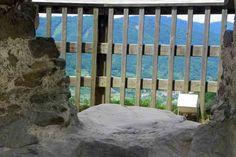 Jetzt gibt es einen Zaun im Rosengärtchen - früher musste man hier verhungern oder sich in den Abgrund stürzen Texture, Wood, Rock Bottom, Fence, Traveling, Lawn And Garden, Surface Finish, Woodwind Instrument, Timber Wood