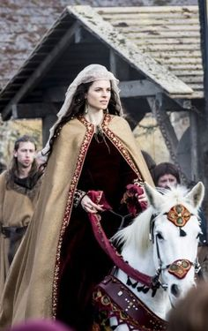 "Amy Bailey as Princess Kwenthrith (or Cwenthryth) of Mercia in ""Vikings""… Lagertha, Ragnar Lothbrok, Vikings Tv Series, Vikings Tv Show, Period Costumes, Movie Costumes, Middle Age Fashion, King Ragnar, Avatar"