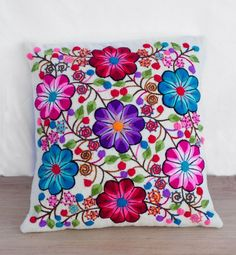Vistoso Throw Pillows Cushion Embroidery, Floral Embroidery Patterns, Hand Embroidery Flowers, Embroidered Cushions, Hand Embroidery Designs, Embroidery Stitches, Bordado Popular, Hungarian Embroidery, Floral Pillows