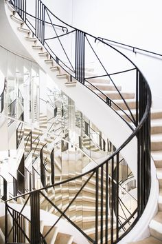 Although we have seen photographs ofGabrielle 'Coco' Chanel's Paris  apartment many times, we never tire of catching new glimpses of the famed  fashion designer's space above the Chanel flagship boutique at31 Rue  Cambon. Housed on the second floor, theapartment is accessed by a grand,  sweeping spiral Art Deco staircase surrounded by panels of mirrors.  To this day, the apartment remains exactly as Coco Chanel left it,with  antique vases and sculptures, lacquered Chinese…