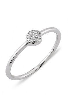 Durch die Zirkonia Steine wird dem Ring ein glamouröser Charakter verliehen. Engagement Rings, Accessories, Stones, Ring, Silver, Schmuck, Enagement Rings, Wedding Rings, Diamond Engagement Rings