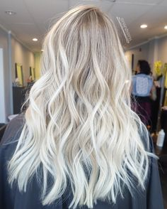 Ash platinum blonde balayage ombre - Hair Tips Blonde Hair Colour On Black Hair, Brown Blonde Hair, Ombre Hair Color, Hair Color Balayage, Blonde Color, Bright Blonde Hair, Blonde Dreads, White Blonde, Platinum Blonde Balayage
