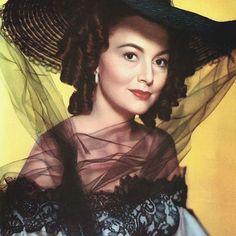 #DameOliviadeHavilland i#MyCousinRachel (1952) costumes by #DorothyJeakins . . . . . #OliviadeHavilland #1950s #victorian #gothic #lace #costumes #costumedesign #perioddrama #DaphneDuMaurier #hollywood #glamour #vintage #vintagestyle #iconic #retro #beauty