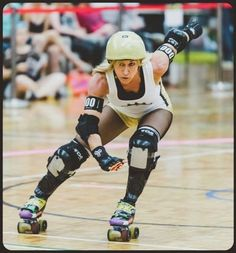 Here's How To Be As Badass And Fit As A Roller Derby Champ. Crazy Skates athlete on buzz feed. Best Roller Skates, Roller Derby Skates, Roller Derby Girls, Roller Skating, Ice Skating, Derby Games, Track Roller, Roller Sports, Kettlebell Training