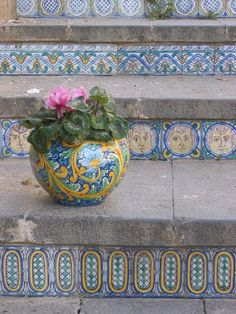 Oo pottery/planters on steps :) (Tiled steps of Caltagirone, Sicily) Tile Steps, Der Plan, Vases, Creta, Italian Pottery, Terracota, Sicily Italy, Stairway To Heaven, Pottery Painting