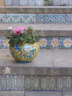Igradini della scala di Caltagirone - Sicilia- Caltagirone e' famosa per le maioliche stupendamente decorate