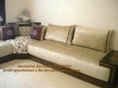 ravissant salon se montre sur l'image fabriqué par des tapissiers et stylistes marocains ayant utilisé des outils traditionnels pour …   salon marocain   Pinte…