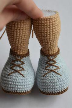 Mesmerizing Crochet an Amigurumi Rabbit Ideas. Lovely Crochet an Amigurumi Rabbit Ideas. Crochet Doll Pattern, Crochet Patterns Amigurumi, Crochet Dolls, Cute Crochet, Crochet Crafts, Crochet Russe, Tutorial Amigurumi, Crochet Mignon, How To Start Knitting