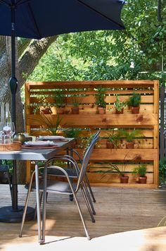 How to: Make a Modern, Floating Outdoor Plant Wall DIY Modern Planter Wall made from cedar fence pic