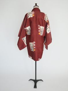Beatnik Blast Haori - Classic mid-century meisen.  The abstract pattern on the outside meets the kooky floral pattern on the flat silk lining.  Break out your leotard, bongos and beret! Shell is stencil-printed weft (yokoso-gasuri meisen).