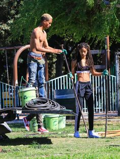 Willow Smith Photos - Jaden Smith and Willow Smith are seen in Los Angeles, California. - Jaden Smith Plants Trees With Sister Willow and Girlfriend Odessa Adlon Skater Girl Outfits, Skater Girls, Puma Creepers Outfit, Willow And Jaden Smith, Odessa Adlon, Will Smith And Family, Jaden Smith Fashion, After Earth, Sisters Goals