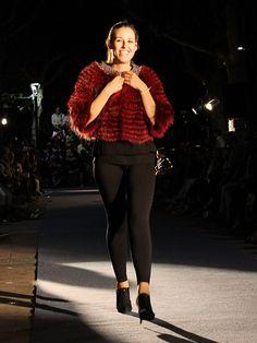 Presentación de la Colección Otoño-Invierno. Capelina de Pieel Venta Online. hervaspiel.com/tienda/es Hipster, Fashion, Riders Jacket, Fall Winter, Store, Fur, Women, Style, Moda