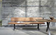 Die Bank Zum Tisch Gibt Es In Drei Ausführungen: Mit Hölzerner Sitzfläche,  In Naturleder