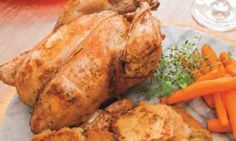 Pollo al horno con latkes de papa.