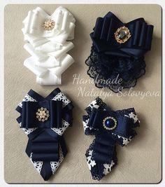 Галстуки на брошке для школьниц и взрослых Handmade Beaded Jewelry, Brooches Handmade, Ribbon Crafts, Ribbon Bows, Ribbons, Diy Hair Accessories, Costume Accessories, Fancy Bows, Yarn Flowers
