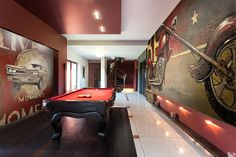 MURALS in this amazing man cave!! #JanetKruskamp