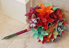 DIY - Pdf : http://brightbydesign.com/new/wp-content/uploads/2012/07/How-to-make-origami-flowers_BrightByDesign2012.pdf