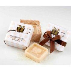 Jabón perfumado búho presentado en caja de regalo con lazo. Ideal para las invitadas de vuestra boda.