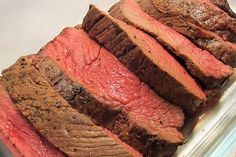Making the perfect roast beef is easy with these handy tips. and Yorkshire pudding Easy Roast Beef Recipe, Roast Beef Recipes, Crockpot Recipes, Gourmet Sandwiches, Roast Beef Sandwiches, Fish And Chips, Perfect Roast Beef, How To Cook Beef, Sunday Roast