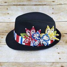 Custom tembleque hat. #tembleque #panameño #tembleques #funhats #hatlover #panamanian #pana #panama #fedorahat #latina #latinofestival #panamaparadise #panamaparade #panamanianparade #pollera #etsy #customdesign #customhats