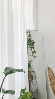 home interior apartment aesthetic beige green bedroom living room Plant Wallpaper, Soft Wallpaper, Aesthetic Pastel Wallpaper, Aesthetic Wallpapers, Plant Aesthetic, Aesthetic Room Decor, White Aesthetic, Minimalist Wallpaper, Minimalist Photography