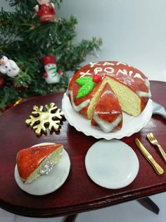 Miniature traditional Greek sweet bread for happy new year for Barbie size dolls. Miniature dolhouse food for Barbie size dolls, dolhouses. Miniature Christmas, Miniature Food, Wine Cheese, Food Cakes, Sweet Bread, Beautiful Cakes, Happy New Year, Happy Holidays, Cake Recipes