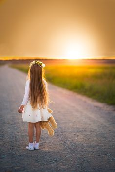Girl by Darius Gudukas Little Girl Photography, Cute Kids Photography, Spring Photography, Most Beautiful Eyes, Beautiful Babies, Kids Castle, Sister Pictures, Belle Photo, Baby Photos