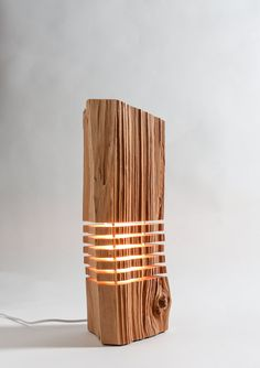 Reclaimed Wood Desktop Light Sculpture Optional USB von SplitGrain