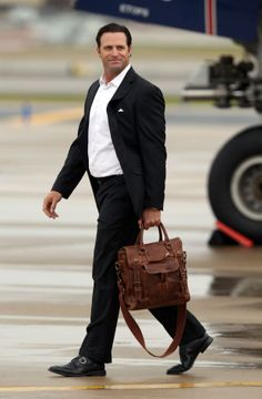 Mike Matheny looking gorgeous as he gets off the plane from Boston.
